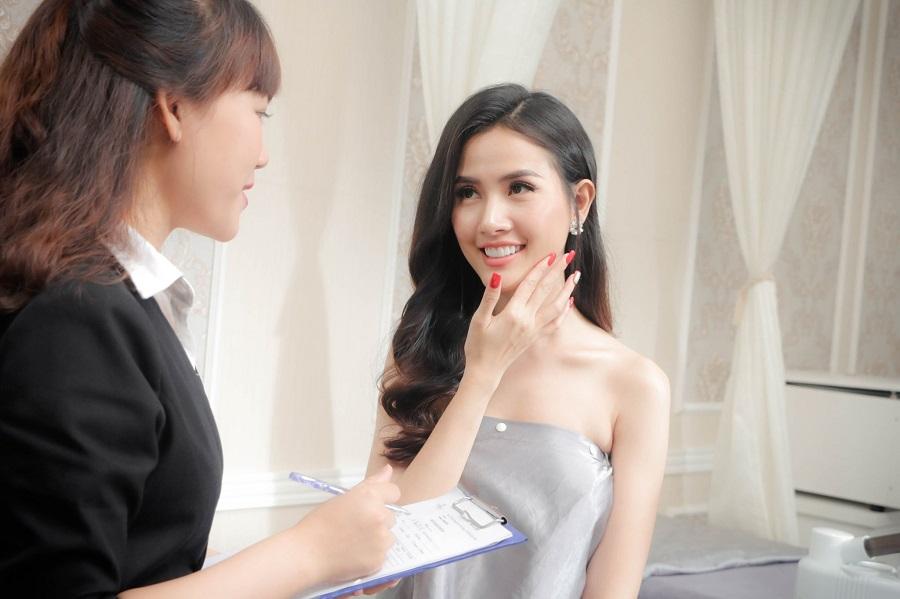 Hoa hậu Phan Thị Mơ tại DIVA Spa