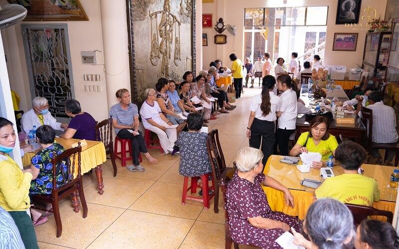 Hơn 200 người nghèo được khám chữa bệnh miễn phí