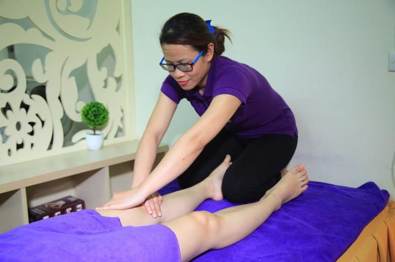 Làm giảm bắp chân to vì cơ bằng massage