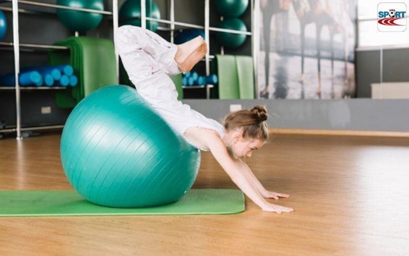 Giảm mỡ nách với bóng yoga