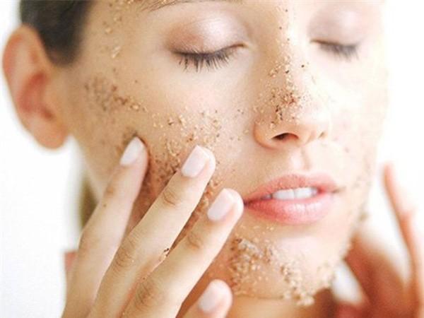 Tuyệt đối hoặc hạn chế nặn mụn trên da mặt
